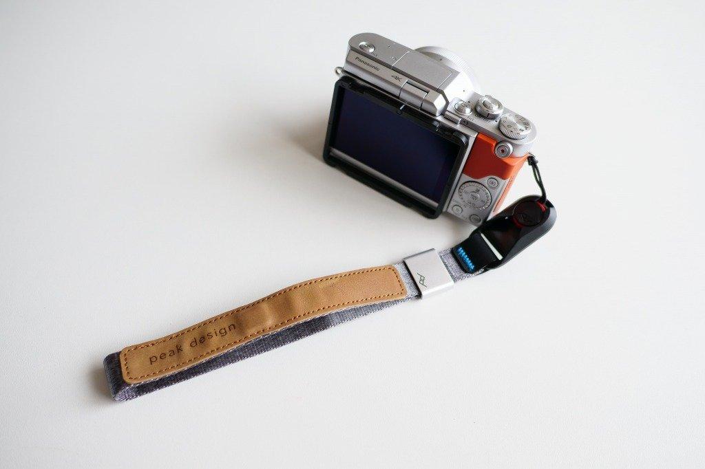 カメラとピークデザインのストラップ